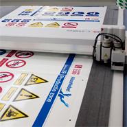 Productie van een veiligheidszonebord in huistijl voor AkzoNobel