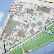 Afbeelding van een bluswaternettekening van een industrieterrein, overzichtelijk weergegeven door een versimpelde tekenstijl.