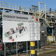 Een overzichtsbord voor een tankenpark ter verduidelijking van de situatie, ook voor hulpdiensten.