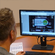 Een veiligheidskundig tekenaar welke de positie en type signalering aangeeft op een signplan.