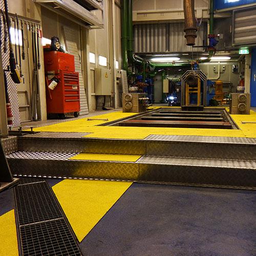 Anti-slip looppad panelen voor het markeren van looppaden op locaties waar veel gelopen wordt. Beschikbaar voor binnen en buiten, ideaal voor werkplekken, opritten, trapportalen en productieruimten