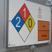 Een NFPA diamant geintegreerd in een tankmarkering