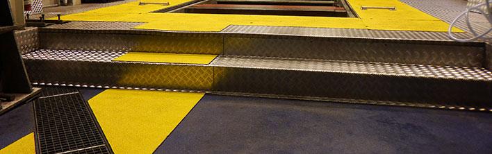Anti-slip looppad panelen zorgen voor het markeren van looppaden op locaties waar veel gelopen wordt.