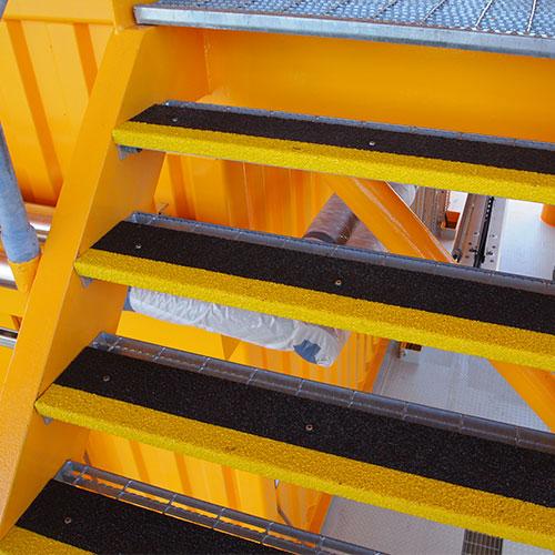 Onze anti-slip producten zijn bestand tegen corrosie, UV en hitte en hebben een stevig, korrelig oppervlak.