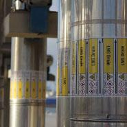 De ontwikkeling van PolyesPro leidingmarkering is ontstaan uit de wens voor hogere temperatuur bestendigheid, levensduur en kleurvastheid