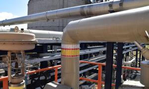 Vynova Wilhelmshaven voorzien van leidingmarkering voor de Ethyleenfabriek door Blomsma Signs & Safety GmbH.