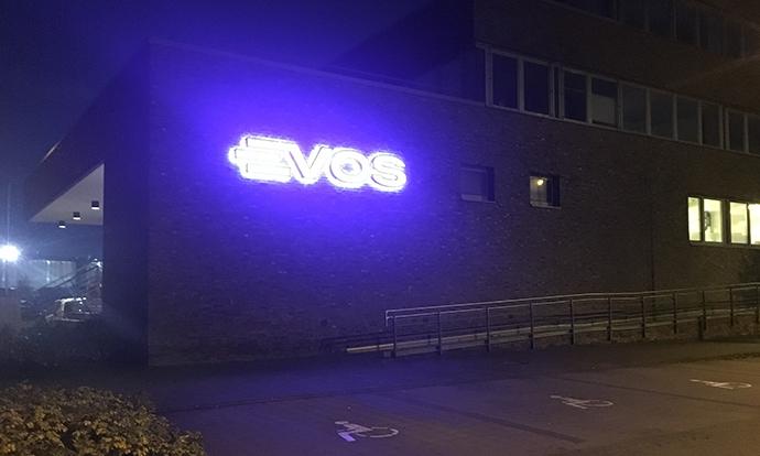 Re-branding, lichtreclame, tankmarkering, tanklogo's en veiligheidszoneborden Evos door Blomsma Signs & Safety