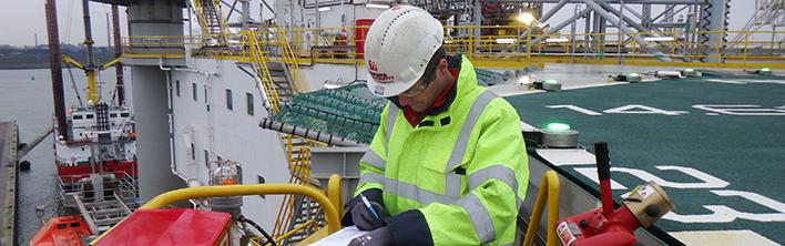 Sicherheitskennzeichnung: eine Aufgabe für Spezialisten. KNM Muad. Blomsma Signs & Safety.